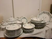 Traditions fine china for Johann Haviland Garland collection 45 pc set