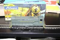 HO scale Athearn  S-12 Diesel Locomotive # 3700 USED Reading Switcher cab #702