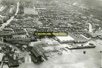 rp10997 - Aerial View of East Cowes , Isle of Wight - photo 6x4