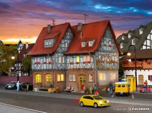 SH Vollmer 43637 Gasthof zur Post mit LED-Beleuchtung Funktionsbausatz