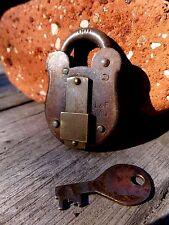 Lucchetto antico vintage con una chiave FRECCIA di lavoro 1966 L&F da collezione 25-02
