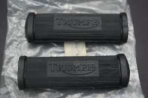 82-9279 F9279 Triumph Scripted Footrest Footpeg Rubbers To 1978 Pair NOS
