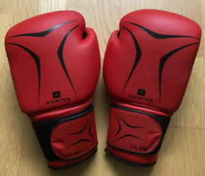 DOMYOS BOXING GLOVES 14 OZ AIR COOLING SYSTEM RED / BLACK VERY GOOD CONDITION