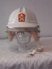 Original casco de bombero puesto Chequia plástico blanco con emblema reciben bien
