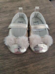 Carters Baby Infant Girls Gold Dress Shoes 3-6 Mo. Pom Pom kitten