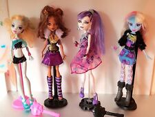 Monster High 4 Dolls Stands Clothes Shoes   Lot C4