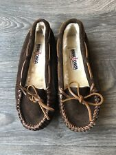 New Minnetonka Women's Cally Moccasin Slippers Chocolate Brown Size 6