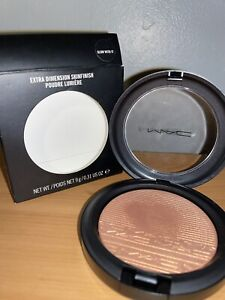 BNIB MAC Extra Dimension Skinfinish Glow With It