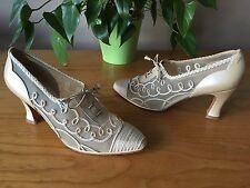 Stuart Weitzman Victorian ivory embroidered lace up court shoe UK 6 EU 39 Bridal
