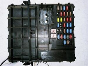 05-07 FORD ESCAPE HYBRID 2.3L ENGINE FUSE BOX RELAY JUNCTION BOX OEM USED