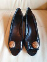 Ladies Vintage Gucci Black Gold Shoes Low Heels  UK  6      Eur  39