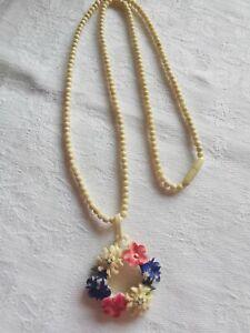 Lovely Vintage Carved Flower Necklace