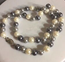 """NE 06 Plum UK 18"""" / 45cm x 9mm knotted grey & white shell pearls necklace BOXED"""