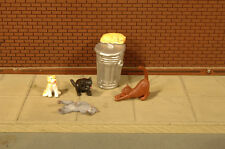 Bachmann 33157 O Scale Cats with Garbage Can 6 Figures/Card