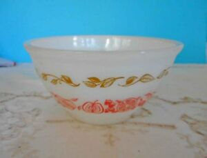 Vintage Pyrex, Milk Glass Agee 'Fruit Salad' - 20cm mixing bowl - ex condition