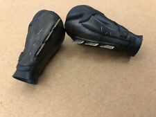 Hot toys Justice League Batman MMS456 - 1/6th scale Gauntlets