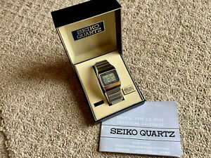 Vintage Seiko M154-4018 Digital Watch with the original bracelet. Includes box