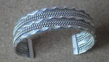 VINTAGE TAHE NAVAJO STERLING SILVER TWISTED ROBE AND SCALLOPED BANDS BRACELET