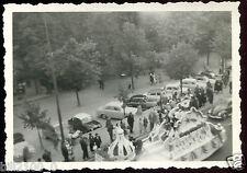 Colmar . Ave de la République . char de la reine de la foire aux vins.photo 1961