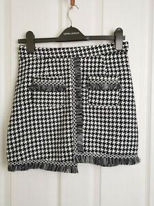 Vintage 90s Size 10 Black and White Houndstooth Fringed Mini Skirt
