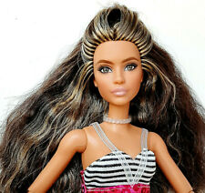 Barbie LOOKS 2021 Model 1 + Barbie EXTRA Nr.5 Hybrid  Doll a. Konvult Sammlung