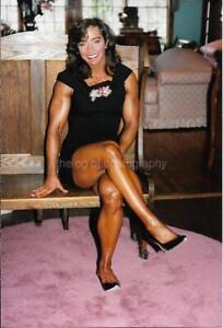 FITNESS MODEL 80's 90's FOUND PHOTO Color MUSCLE WOMAN Original EN 17 24 E