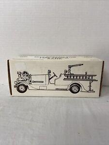 *Ertl 1937 Ahrens Fox Long Island NY Fire Dept 2 Pumper Truck Bank 1:30 Toy 2905