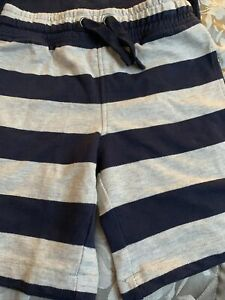 Age 4/5 Shorts And T Shirt Marks And Spencer