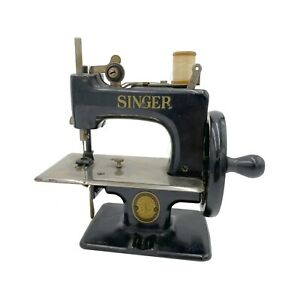Antique Singer Model 20 Cast Iron Children's Sewing Machine
