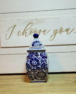 Blue and White Floral Design Ginger Jar.