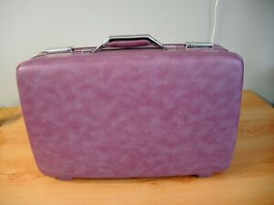 """VINTAGE AMERICAN TOURISTER HARD SIDED PURPLE CARRY ON SUITER - 22"""" - WITH KEY"""