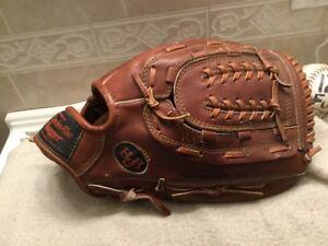 "Louisville Slugger G125-1 125 Series 14.25"" Softball Glove Right Throw"