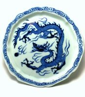 ED072 A rare blue and white plate of a dragon chasing pearl Yuan/Early Ming 14C