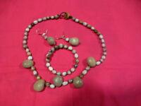 lot=ensemble 3piéces ,collier ,boucles et bracelets ,grisatres