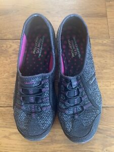 Ladies Skechers Relaxed Fit Memory Slip On Trainers In Black - Size 6 Immaculate