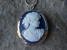 (LOCKET)--STUNNING VICTORIAN WOMAN PORTRAIT CAMEO LOCKET (WHITE/BLUE) - QUALITY