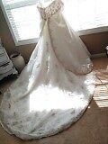 Dere Kiang Wedding Dress. Style #1362. Ivory/Mocha. Satin. Size 28.