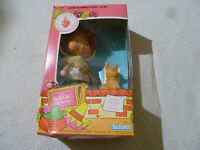 NEW IN BOX VINTAGE STRAWBERRY SHORTCAKE CAFE OLE DOLL W BURRITTO PET KENNER 1982