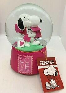 Peanuts Snoopy Valentines LOVE LETTER Musical Water Globe Snow Hearts NEW