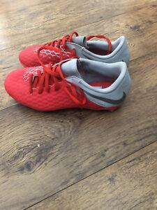 Boys Nike Studded Football Shoes Uk Size 4.5