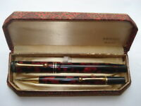 C1930S VINTAGE BURGUNDY & BLACK MARBLED FOUNTAIN PEN&PENCIL SET IN  ORIGINAL BOX