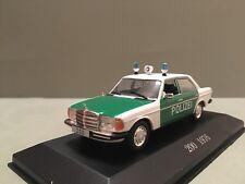 Modello di auto. MERCEDES Benz 200. w123. Police 1:43