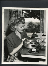 PENNY SINGLETON BAKES APPLES CANDID - 1941 DOUBLEWEIGHT - GO WEST, YOUNG LADY