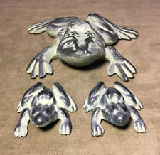 Vintage Virginia Metal Crafters Cast-Iron Frogs Garden Doorstop Excellent