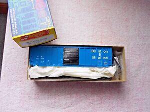 ROUNDHOUSE 50' PS RIBBED SIDE BOX CAR HO GAUGE BOSTON & MAINE PLASTIC KIT NIB