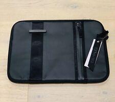 """Crumpler Vis-A-Vis 15"""" Laptop Sleeve Black"""
