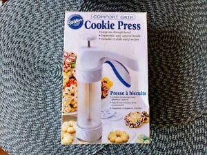 Wilton Comfort Grip Cookie Press Ergonomic 10 Discs Model 2104-4011 New/Open Box