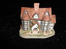 "David Winter Cottage ""ShireHall"" 1985 Box & Coa"