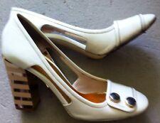 Marc by Marc Jacobs Chaussures Taille 5 1/2 Crème/Or Talon. eticli modèle +10yrs ancien