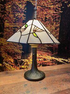 Schöne Tiffany Tischlampe - Höhe 35 cm , Durchmesser 30 cm -